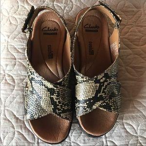 SALE 🛍 New Clarks snake sandals